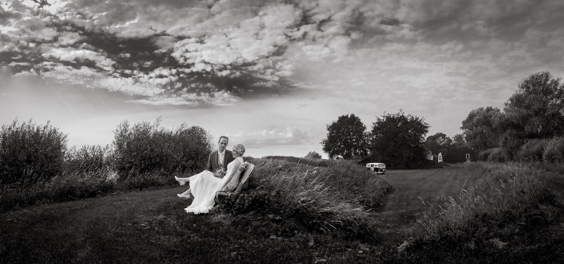 Bruidspaar in hollands landschap