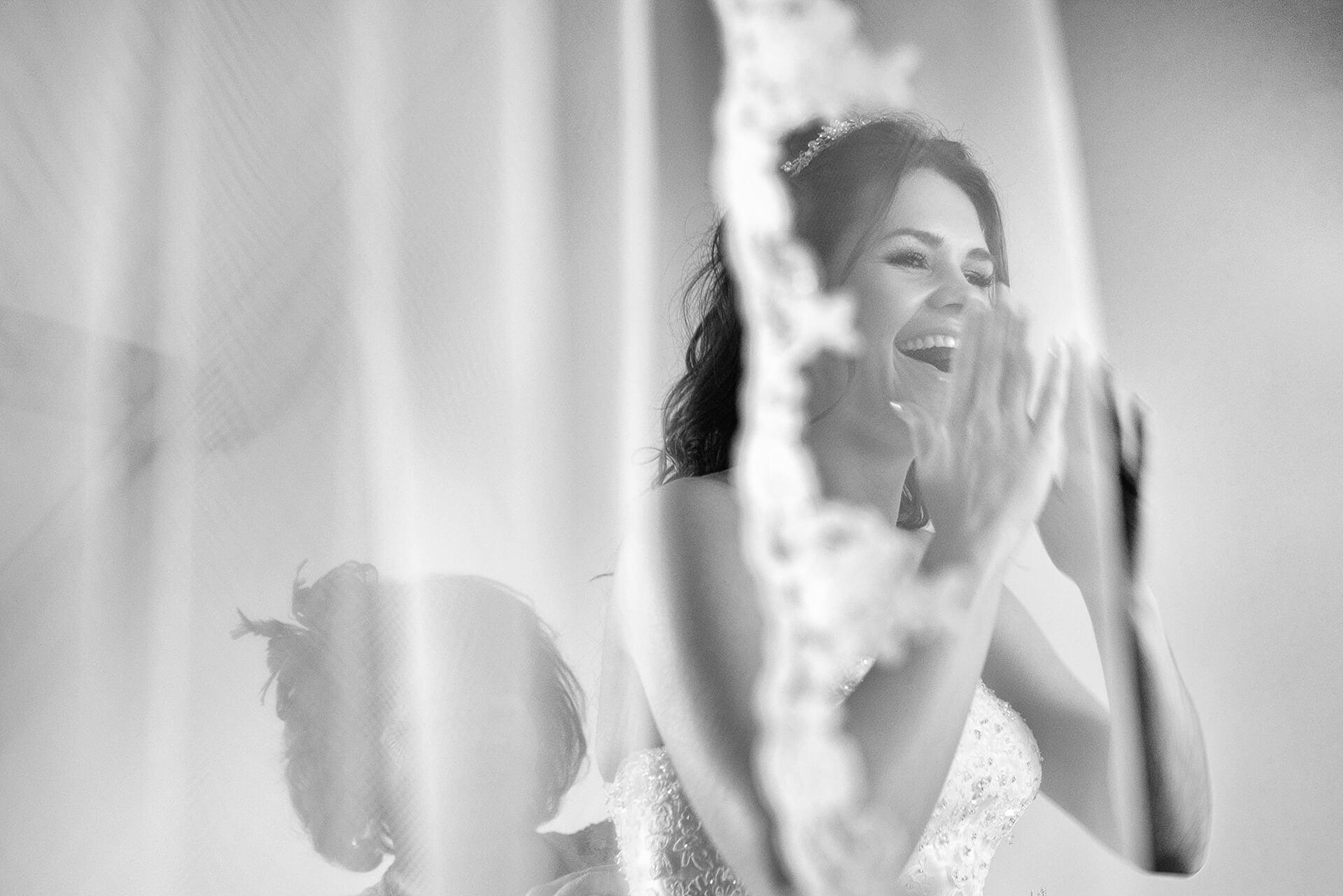 bruid met emotie